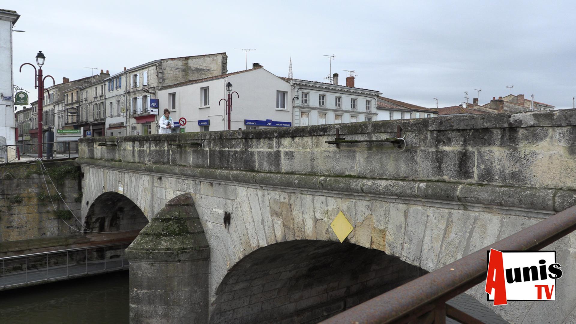 pont de pierre Marans