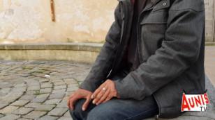 La Rochelle. Stéphane, SDF, fait face aux regards des passants pendant le confinement