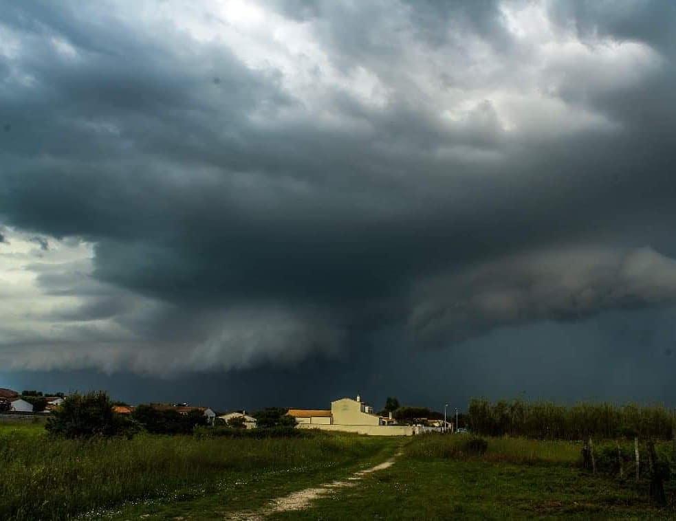 Les orages sur l'Île de Ré samedi 9 et dimanche 10 mai 2020 à Sainte Marie de Ré et à La Flotte en Ré. (© dodoorage17)