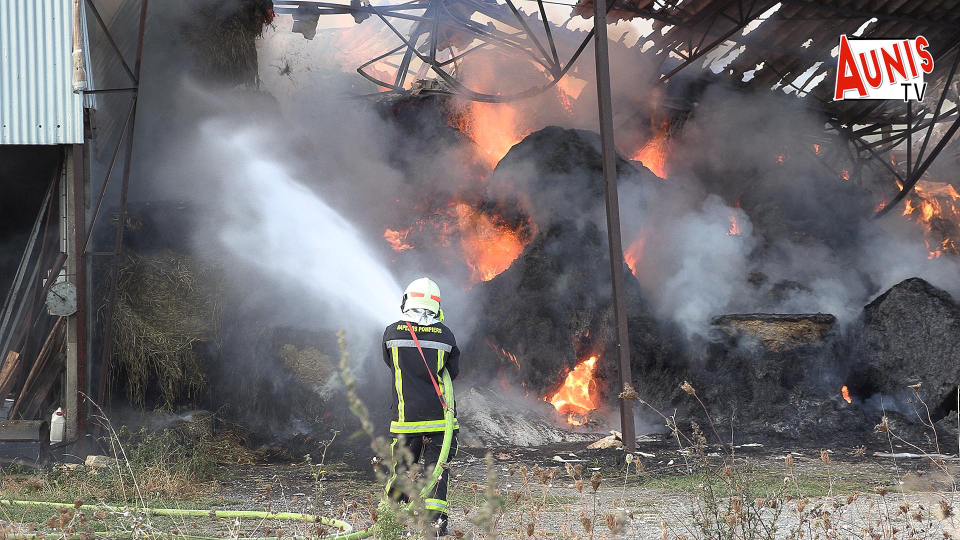 incendie St Sauveur d' Aunis foin hangar feu sapeurs pompiers