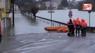 Saintes sous l'eau : la ville connait une crue exceptionnelle de la Charente jamais vue depuis 1994
