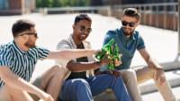 La consommation d'alcool dans la rue est désormais interdite en Charente-Maritime. (©AdobeStock.