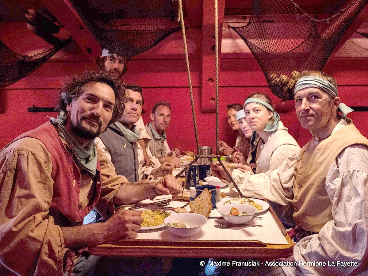 Les gabiers de l'Hermione vous invitent à la table de la Frégate. (©Maxime Franusiak)