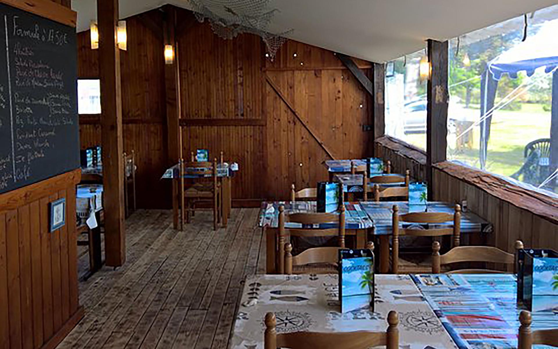 le restaurant La cabane du lac avant l'incendie Port des barques ©DR