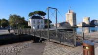 La Rochelle. Les deux Tours et la passerelle quai de carénage