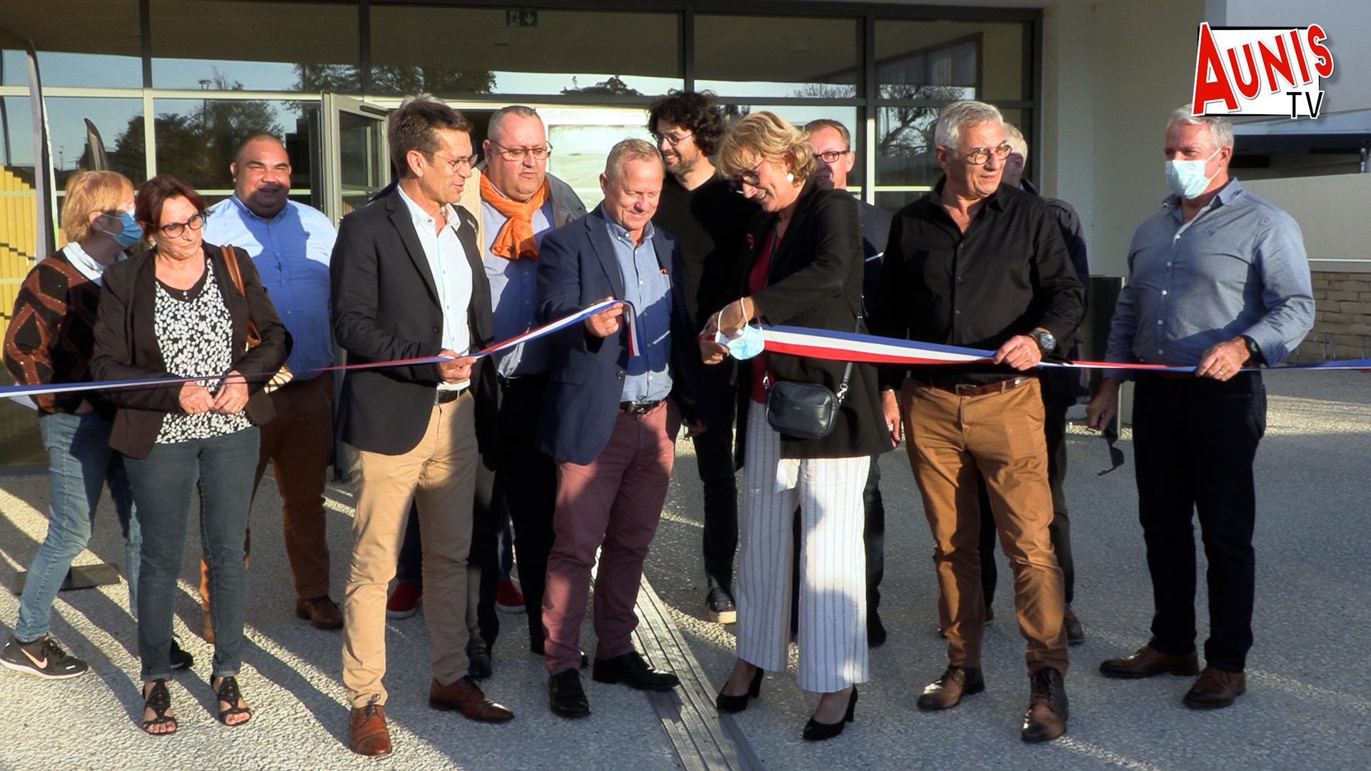 Un an après sa livraison le nouveau gymnase de Marans a été inauguré en grandes pompes. (©Ludovic Sarrazin).